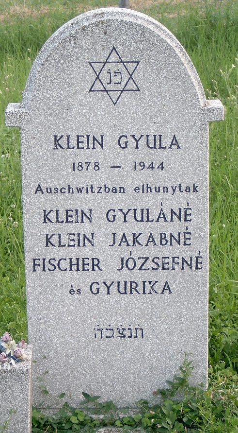A Klein család síremléke a villányi zsidó temetőben.
