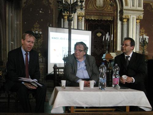 Szőke Péter, Konrád  György és Nagy János - A pódiumbeszélgetés résztvevői.