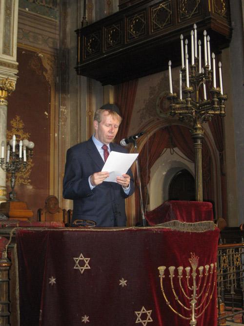 szőke Péter (San' Egidio Budapest) Schweitzer József ny. orsz. főrabbi üzenetét olvasta fel.
