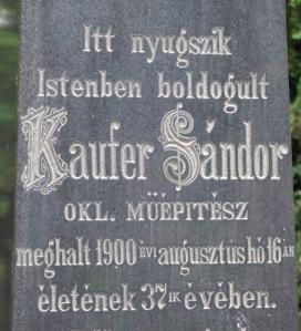 Kaufer építész síremléke Pécsett.