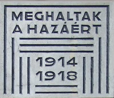 A zsinagóga falán lévő emlékmű részlete.