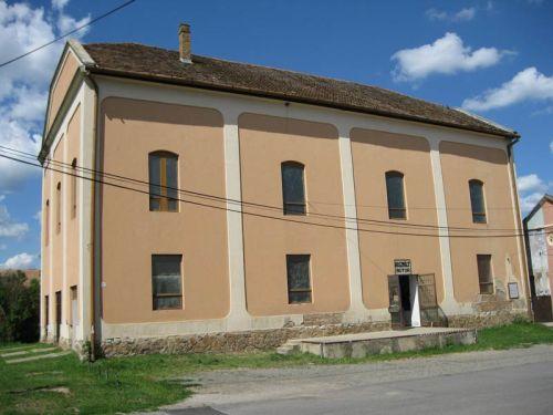 Az ortodox zsinagóga déli irányból.