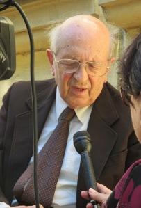 Dr. Krassó Sándor interjú közben.