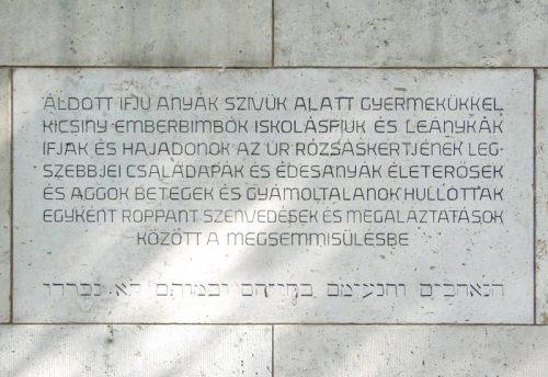 A pécsi temetői mártíremlékmű déli oldalának felirata.