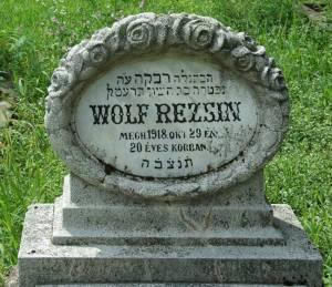Wolf Rezsin síremléke a pécsi temetőben.